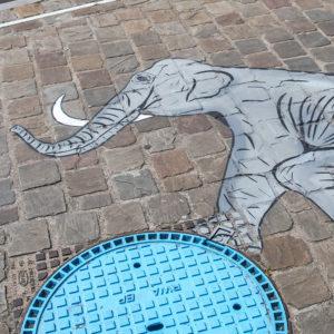 Oakoak// L'éléphant au ballon